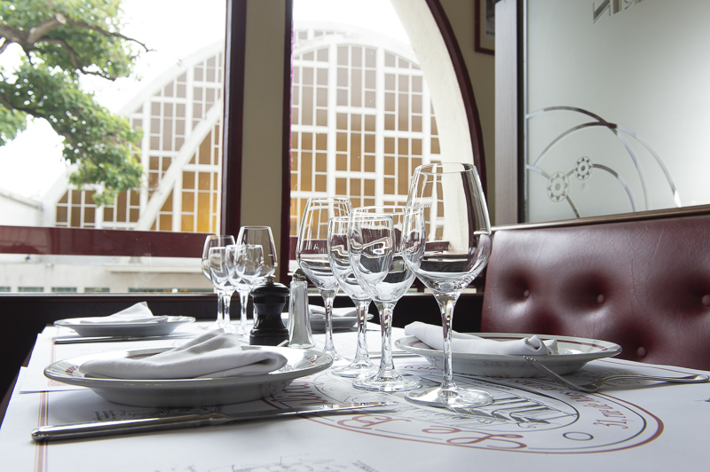 Brasserie du Boulingrin restaurant intérieur table vue fenêtre verres